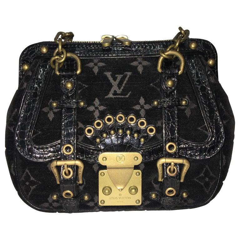 Louis Vuitton little Balck HandBag  For Sale