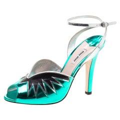 Miu Miu Knöchelriemen Sandalen aus Metallic-Grünem Leder, Größe 40
