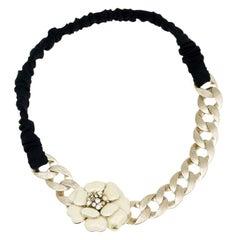 Chanel weißer Emaille Camellia Kette Stirnband