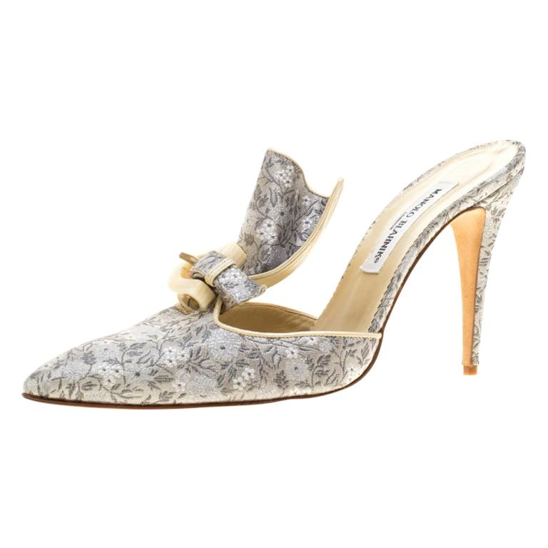 3e61351c9c5e Manolo Blahnik Grey Floral Brocade Pleat Detail Pointed Toe Mules Size 40.5  For Sale at 1stdibs