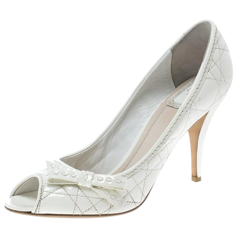 955516af3b1 Christian Dior White Patent Cannage Leather Bow Detail Peep Toe Pumps Size  39 For Sale