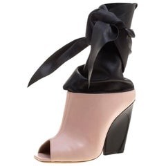 Dior, Rouge Pink & Schwarz. Leder. Brooklyn, Stiefeletten Größe 39 mit Gurt am Gelenk und offener Spitze