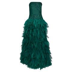 Trägerloses Kleid von Tadashi Shoji aus grünem Tüll mit Kunstfedern, M