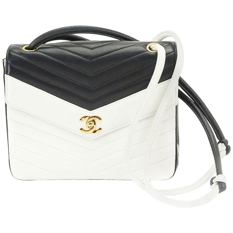 1a0d1c1265e9 Chanel Classic Flap 1993 Two Tone Vintage Navy and White Lambskin Leather  BaG For Sale