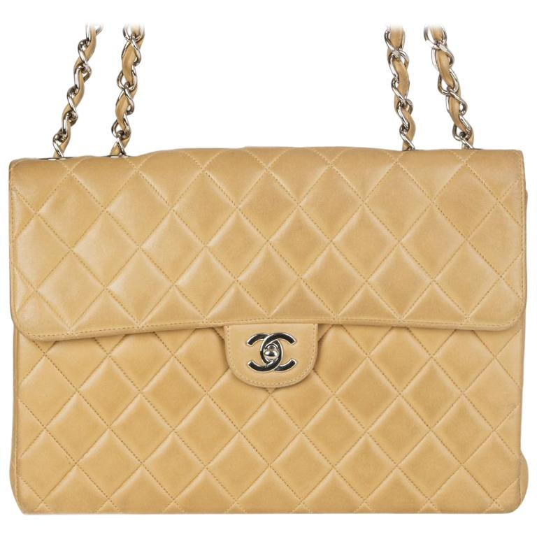 aee7b9b2b163 Chanel beige quilted leather VINTAGE MAXI CLASSIC FLAP Shoulder Bag For Sale  at 1stdibs