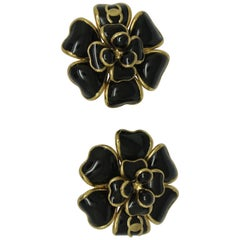 Vintage Chanel CC logo black poured Glass gripoix camelia flower Earrings