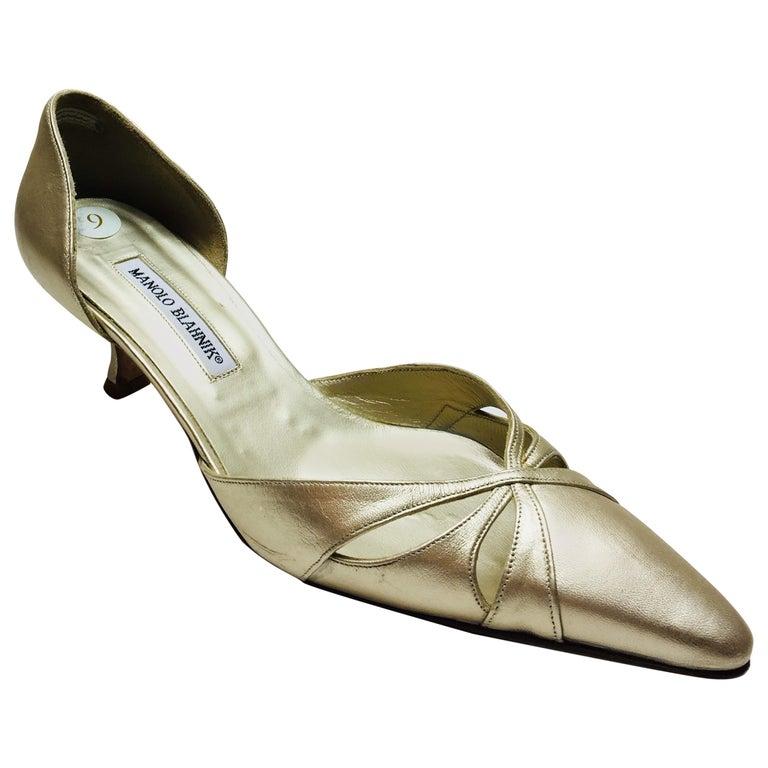 74877927193 Manolo Blahnik Close-Toe Kitten Heel For Sale at 1stdibs