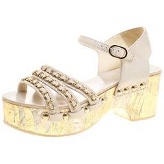 Chanel Weiße Leder Kette Detail Ankle Strap Plateausandalen Größe 37