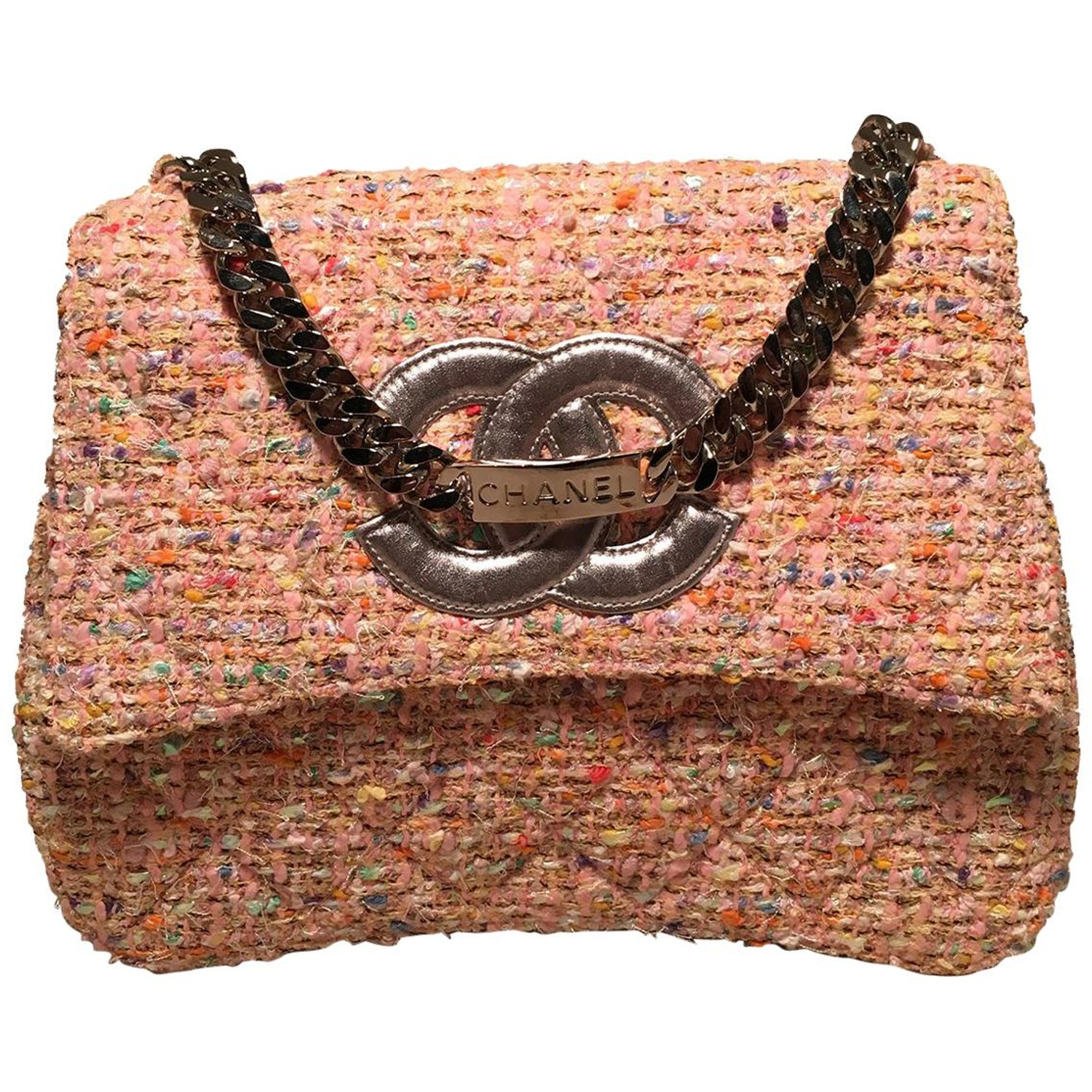fd1b4a46cdc2 Chanel Vintage Pink Peach Woven Boucle Tweed Classic Flap Handbag For Sale  at 1stdibs