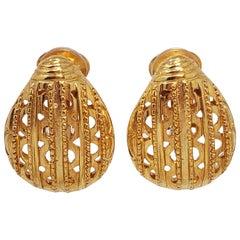 Oscar de la Renta Scarab Clip On Earrings In Gold