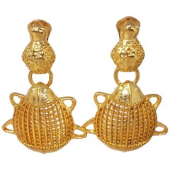 Oscar de la Renta Scarab Clip On Dangling Earrings In Gold