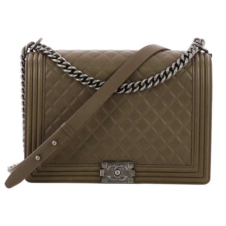 b66a26f8d62e Chanel Boy Flap Bag Quilted Lambskin Large For Sale at 1stdibs