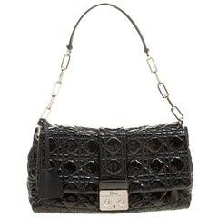 Dior Schwarze Cannage Lackleder-Klappen-Tasche mit Schloss