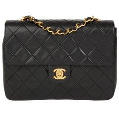 1991 Chanel schwarze gesteppte Lammfell Vintage Mini Überschlagtasche