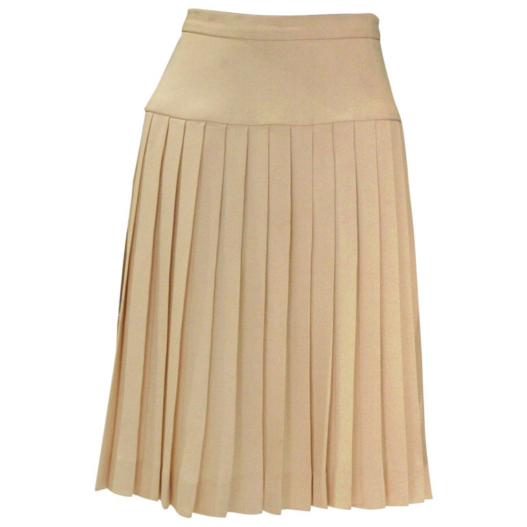 0d65157f4c A vintage 1990s cream Chanel Silk Pleated Skirt For Sale at 1stdibs