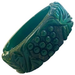 Art Deco Heavily carved emerald green bakelite hinged clamper bangle bracelet