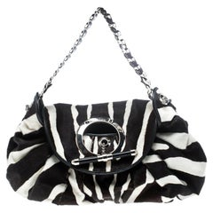 Hobo-Tasche aus schwarzweißem Kalbsfell von Dior