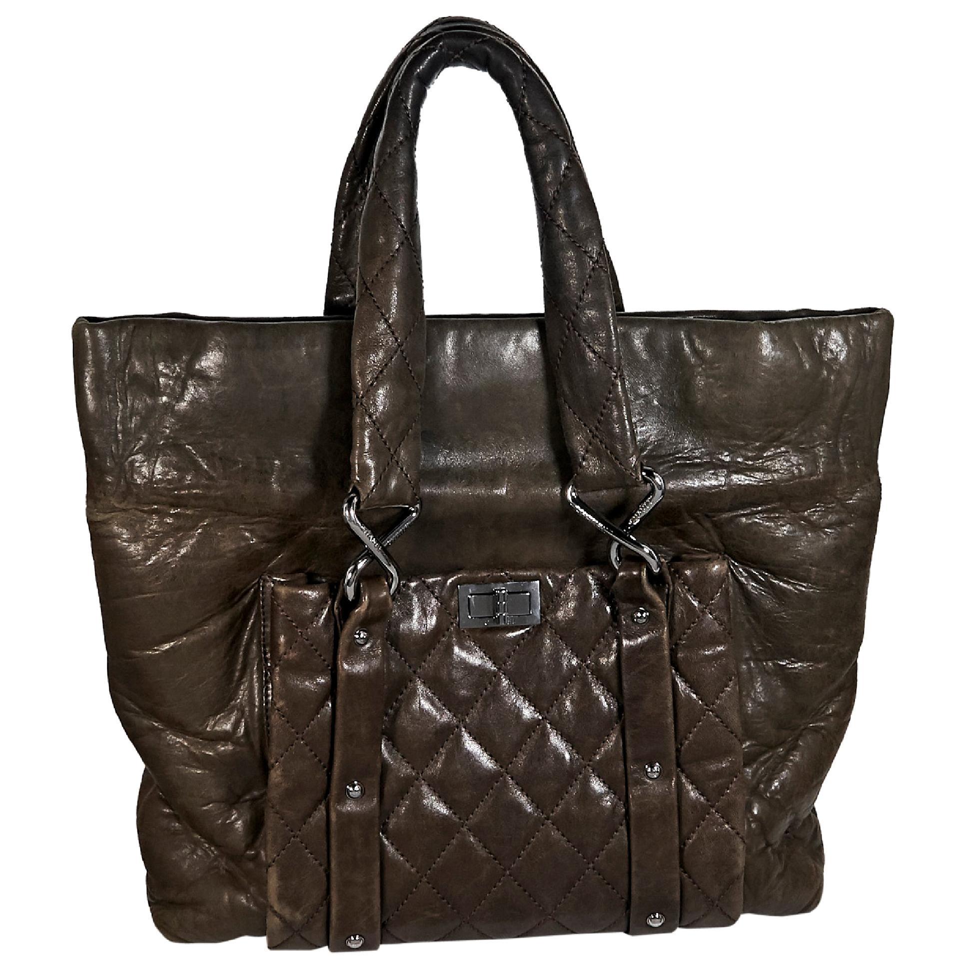 1b8633ddd4eaf0 Brown Chanel Leather Tote Bag For Sale at 1stdibs