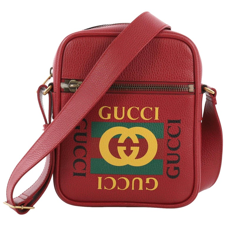 9059c7ac74e583 Gucci Logo Zip Messenger Bag Printed Leather Small For Sale at 1stdibs