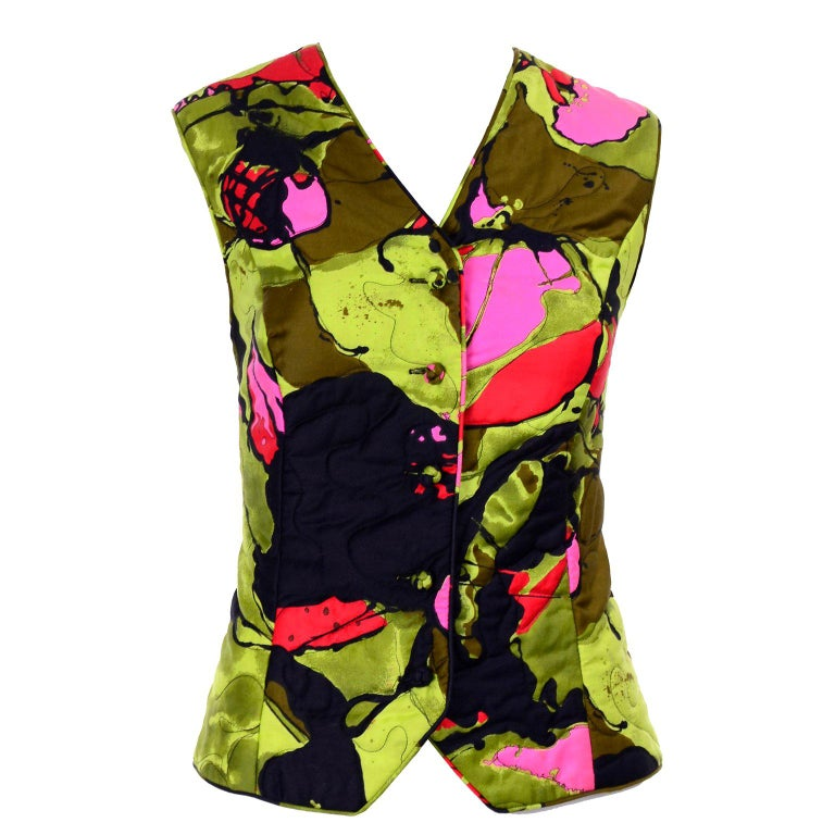 1960s Vintage Dynasty Vest in Colorful Quilted Large Scale Floral Bold Print For Sale