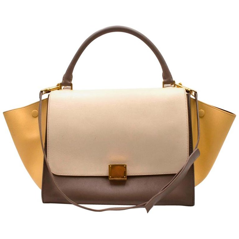 b9ddb1e7b0 Celine Beige Extra Large Tricolour Trapeze Bag For Sale at 1stdibs