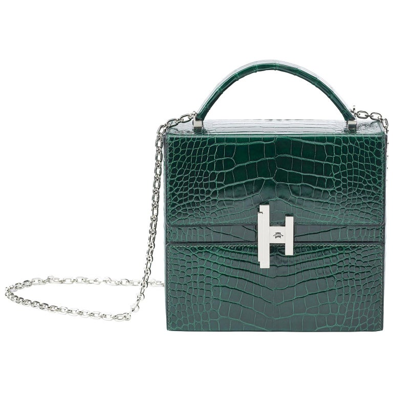 39e9999d9ae1 Hermès Cinhetic in Vert Fonce Verso Alligator Leather with Palladium  hardware. For Sale