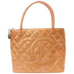 Chanel Médallion Quilted Salmon Zip 869033 Orange Patent Leather Tote