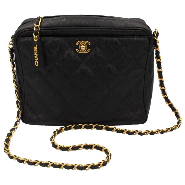 Vintage Chanel black bag in grained leather and golden hardware. For Sale