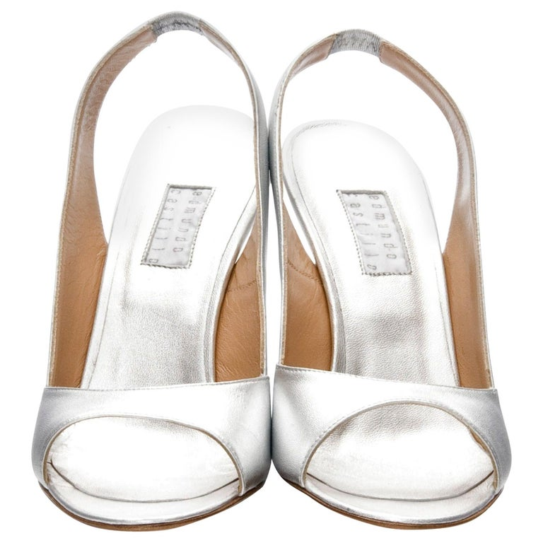 New Edmundo Castillo Metallic Silver Soft Napa Leather Sling Heels Sz 7.5 In New Condition For Sale In Leesburg, VA