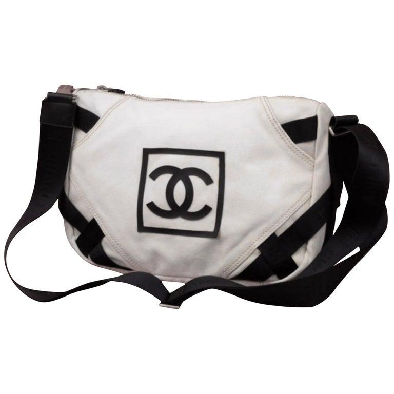 35d43e98e285 Chanel Messenger Bicolor Cc Logo Sports 233994 White Canvas Messenger Bag  For Sale
