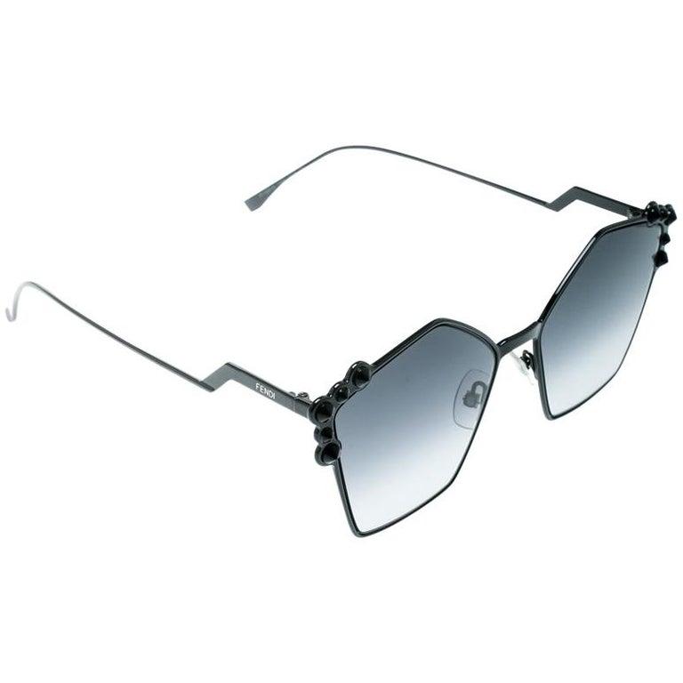 Fendi Black / Grey Gradient FF 0261/S Spike Studded Can Eye Geometric Sunglasses For Sale