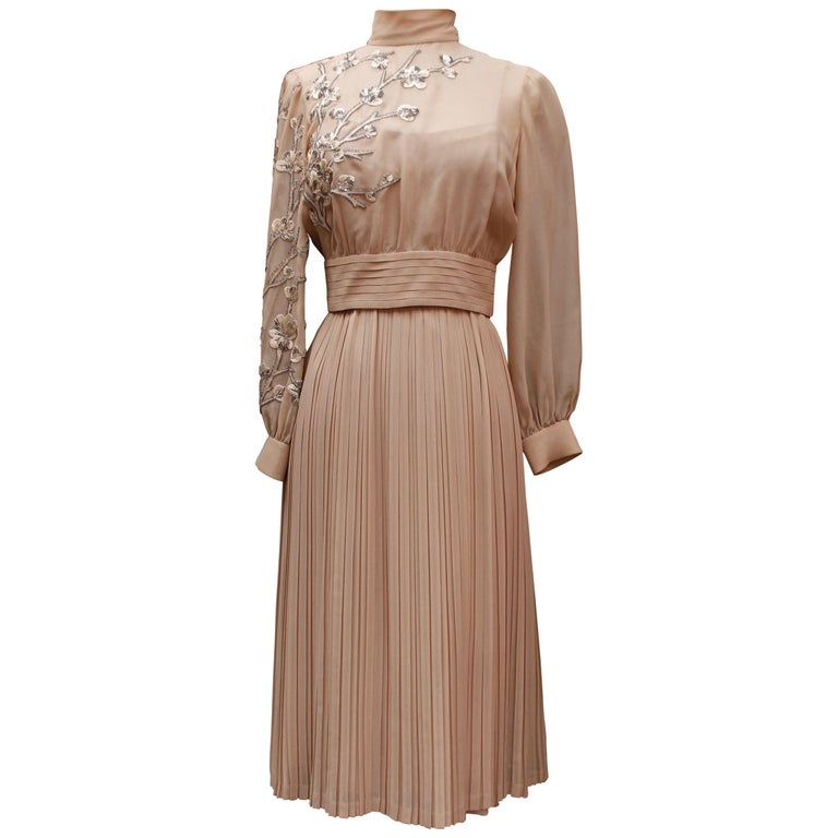 Valentino Haute Couture gorgeous beige silk chiffon cocktail dress with embroide For Sale