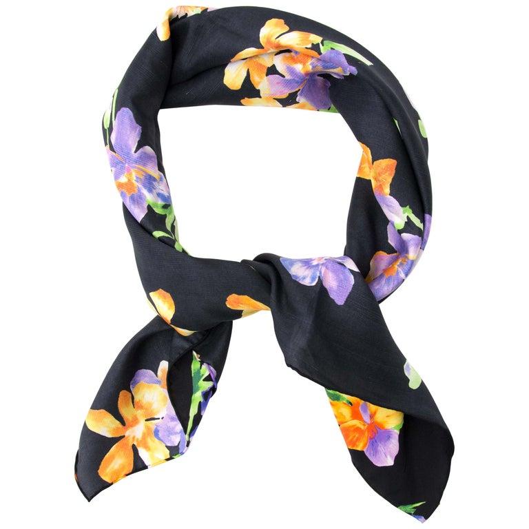Gucci Carré Silk Flower Scarf For Sale