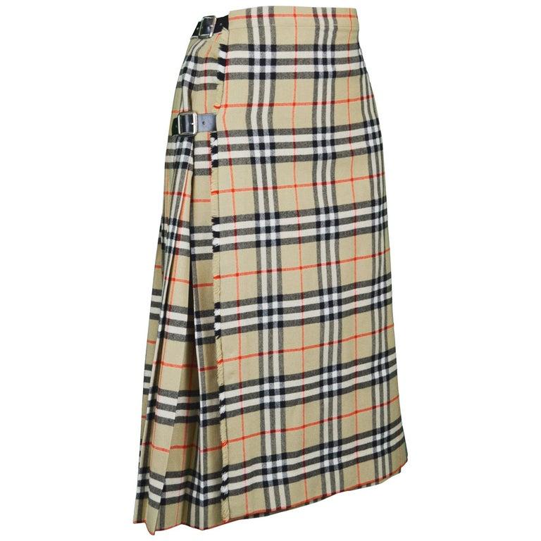 c790aa68a7 Burberry Vintage Women's 100% Wool Nova Check Tartan Kilt Skirt, 1980s For  Sale