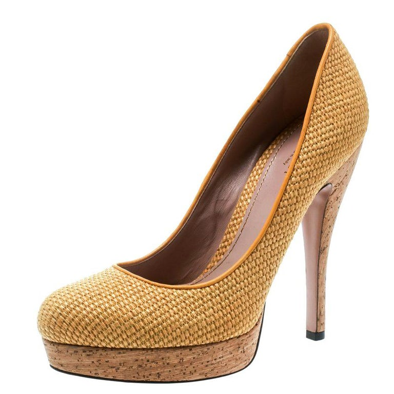 db2a65503 Gucci Yellow Woven Jute Bumblebee Cork Platform Pumps Size 37 For Sale
