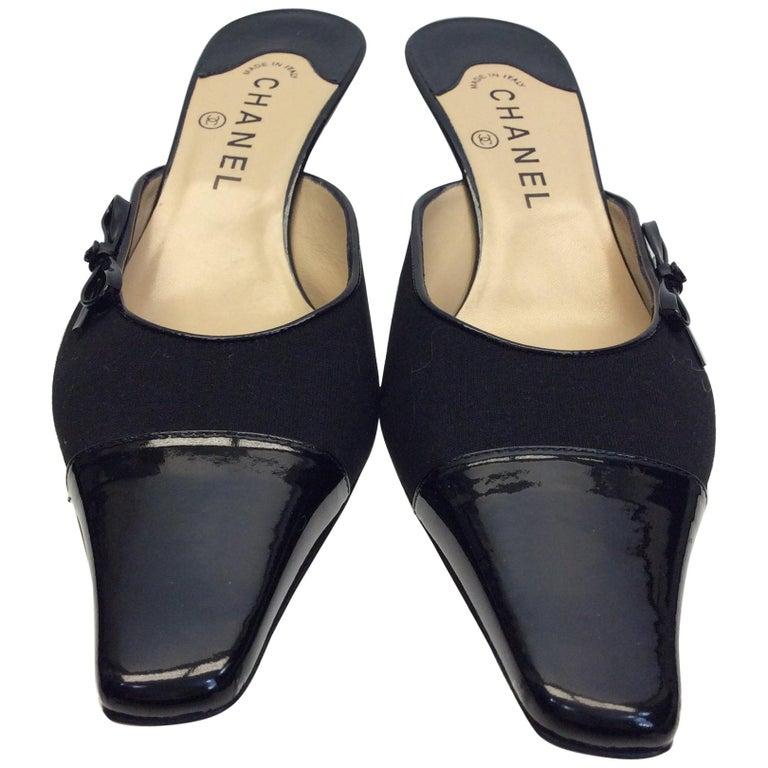 7dd3485e526c Chanel Black Leather Slides For Sale at 1stdibs