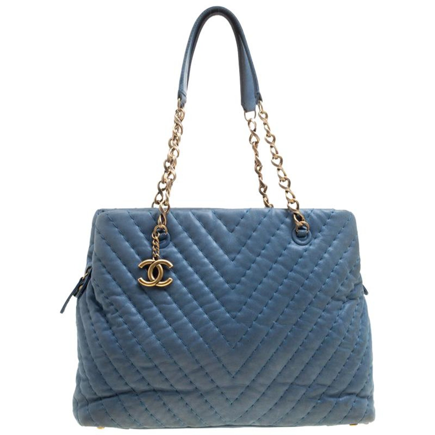 c7ee2e3ef752 Chanel Blue Iridescent Chevron Quilted Leather Large Surpique Tote For Sale  at 1stdibs