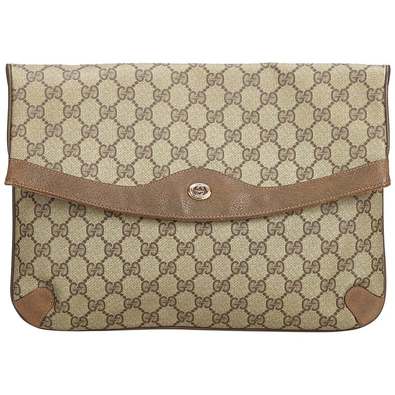 f77f9f12d90 Gucci Brown Beige PVC Plastic GG Clutch Bag Italy For Sale at 1stdibs