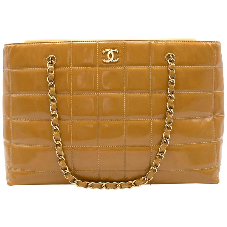 6fdae197bb3b Chanel Caramel Quilted Patent Leather Shoulder Bag For Sale at 1stdibs