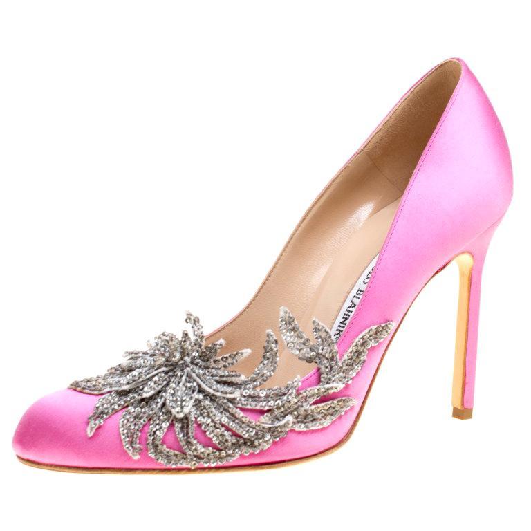 b9ea134035190 Manolo Blahnik Pink Satin Embellished Swan Pumps Size 38.5 For Sale ...
