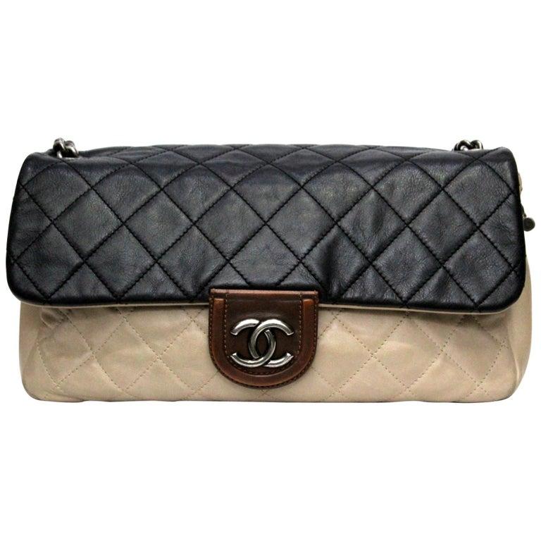 f6ed60f055d333 Chanel Bicolor Leather Medium Flap Bag For Sale at 1stdibs