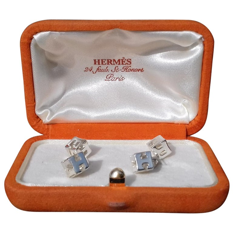 Hermès Cube Cufflinks Men and Women With Hermes Logo Letters in Silver For Sale