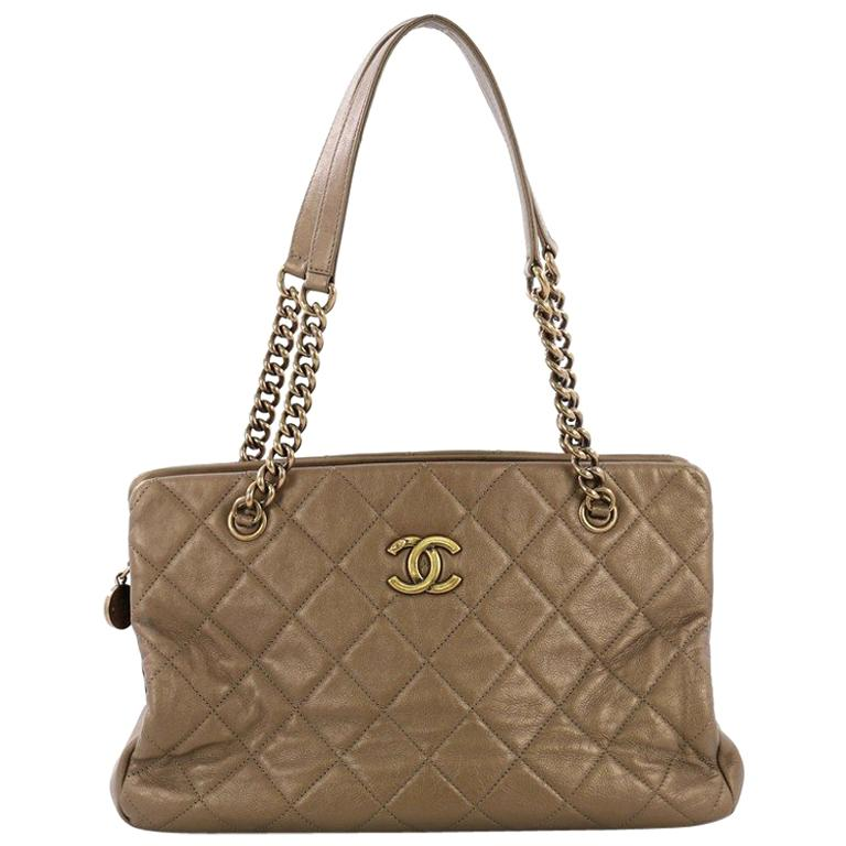 dec45344a53319 Chanel CC Crown Tote Quilted Leather Medium For Sale at 1stdibs