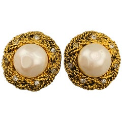 CHANEL Vintage Gold Tone Metal Rhinestone Woven Faux Pearl Clip On Earrings