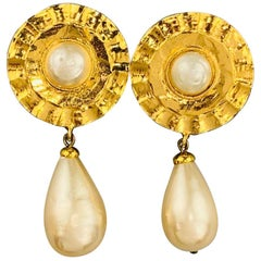 CHANEL Vintage Gold Tone Faux Pearl Tear Drop Clip On Earrings