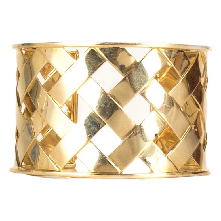 Verdura 18K Yellow Gold Criss Cross Cuff For Sale