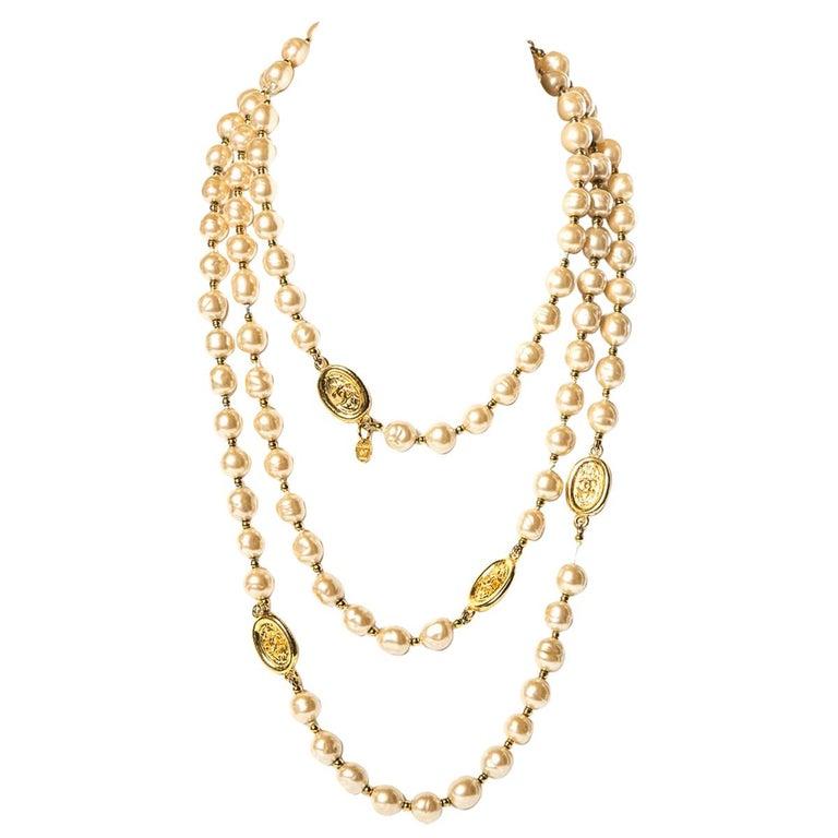 CHANEL Vintage Faux Pearl Sautoir Necklace For Sale
