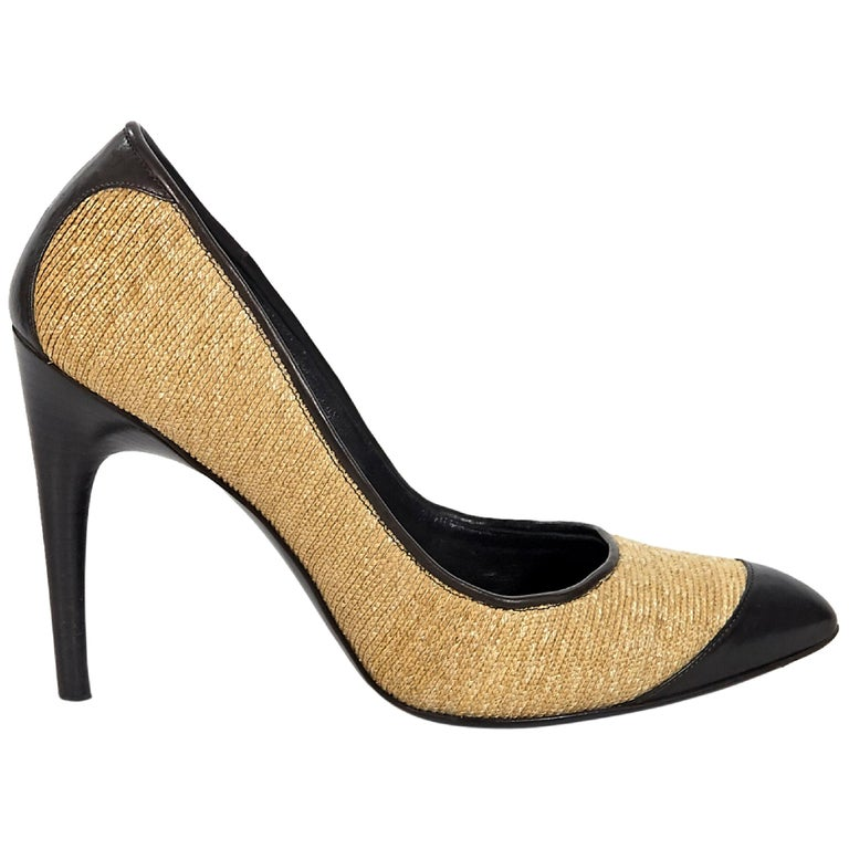 e4c2a53ad64d Tan and Brown Roger Vivier Straw Pumps For Sale at 1stdibs