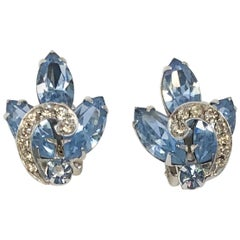 1950s Weiss Clip-on Sky Blue Rhinestone Earrings