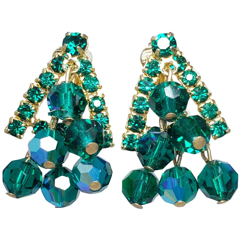 Green Dangling Cluster Crystal Clip on Earrings in Gold, 1900s For Sale